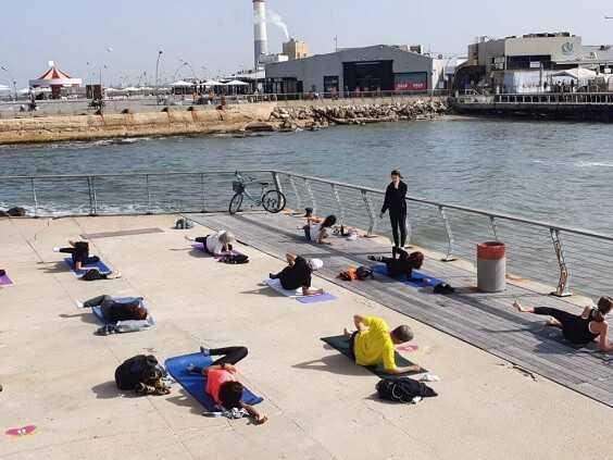 """שישיוגה - תרגול יוגה מול הים עם """"אלהיוגה"""""""