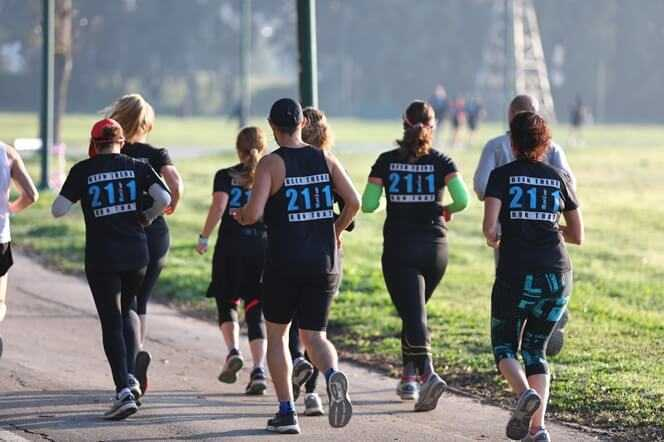 אימון ריצה אנרגטי בימי שני בבוקר בפארק הירקון